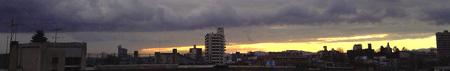 2005.02 宇都宮の冬の日没。空のコントラストを見上げて